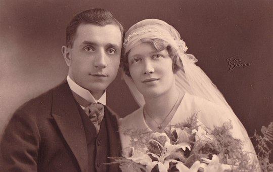 stare zdjęcie pary po ślubie